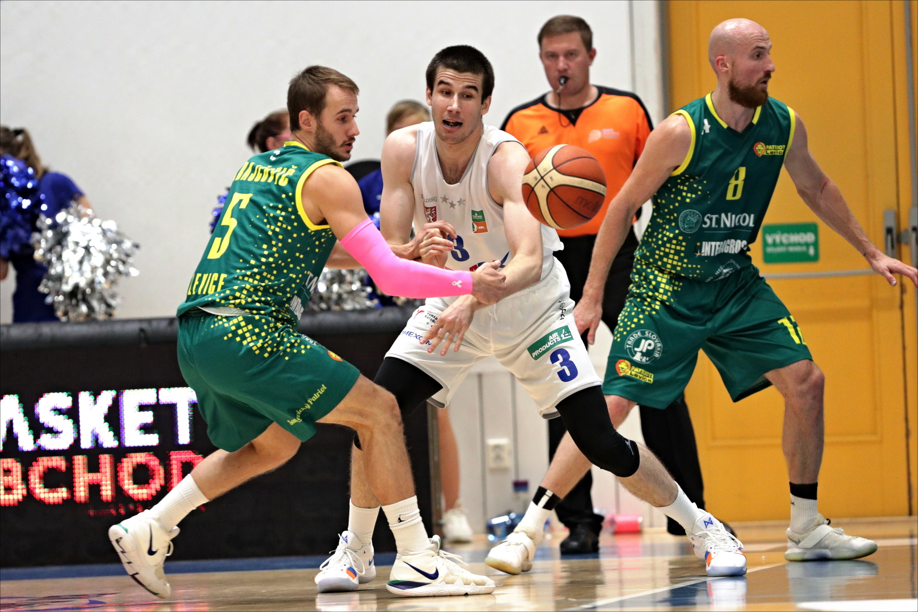 Decin defends homecourt against finalist