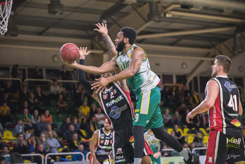 Levice keeps chances alive