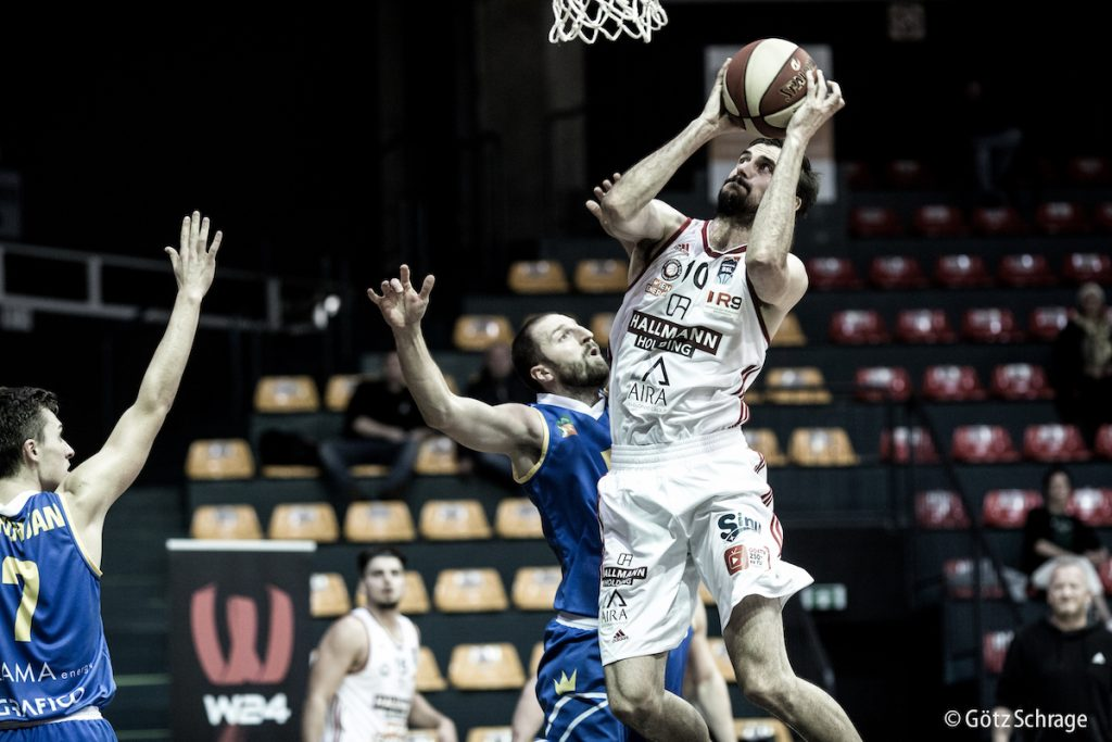 Vienna opens AAC-campaign with victory