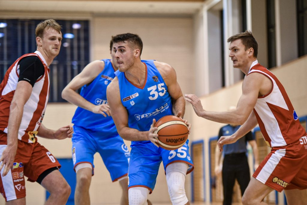 Pardubice escapes with victory