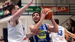 Decin wins big at home